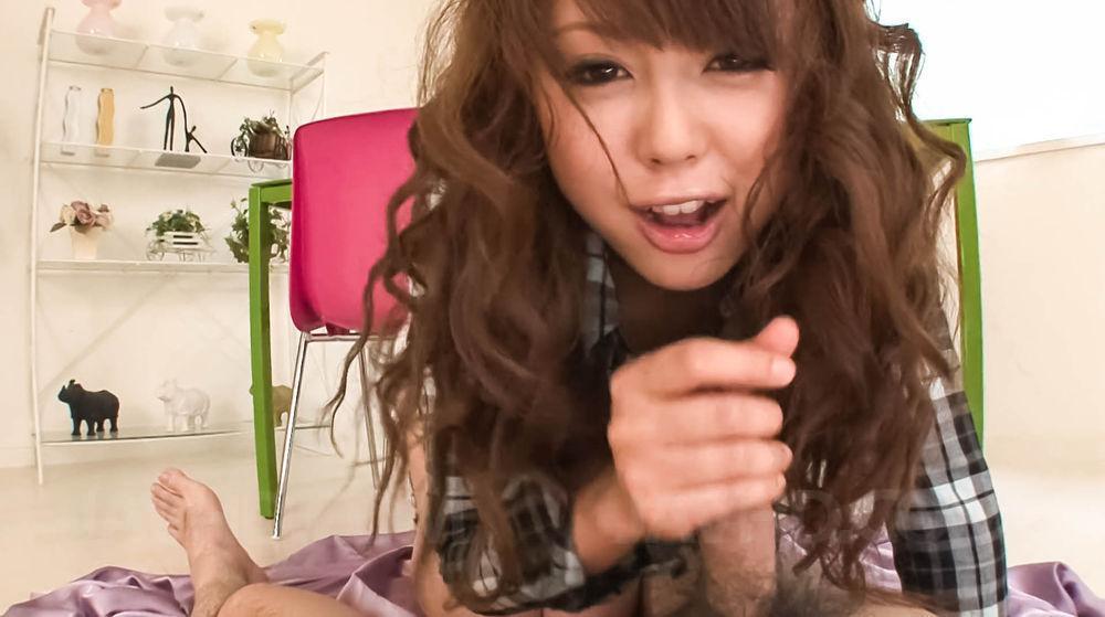 Шикарная азиатка Jyunko Hayama знает как возбудить парня и ублажить его ротиком