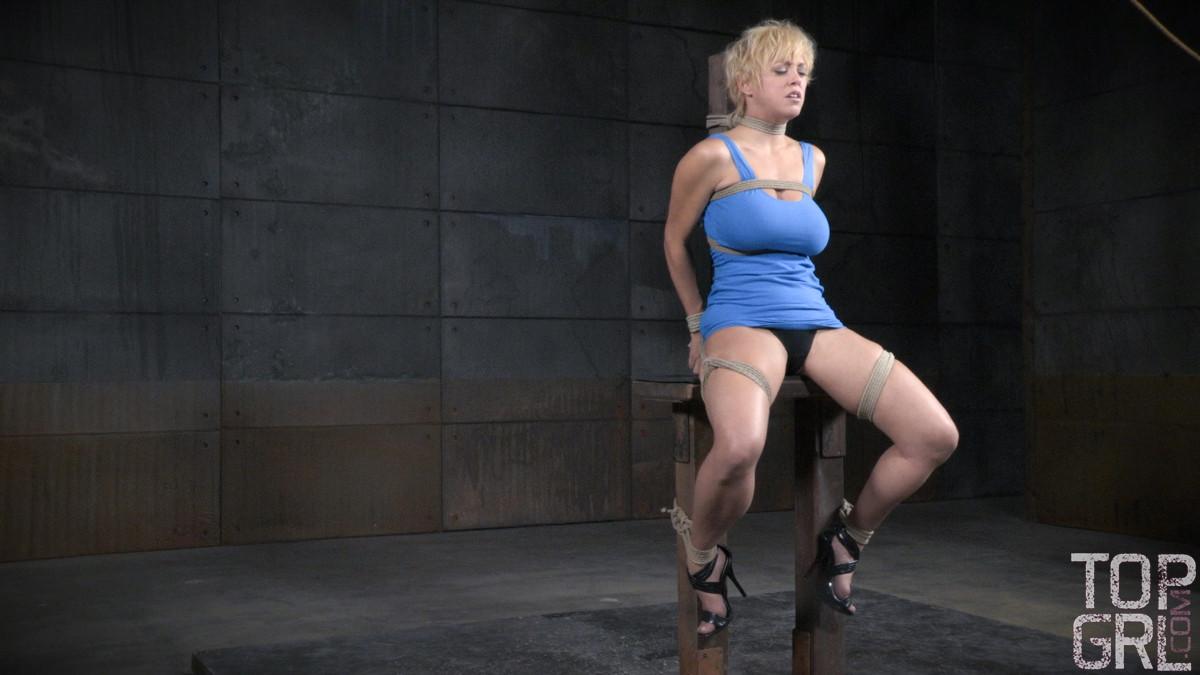 Черри Торн подчиняется роковой женщине, которая очень любит доминировать над связанными девушками