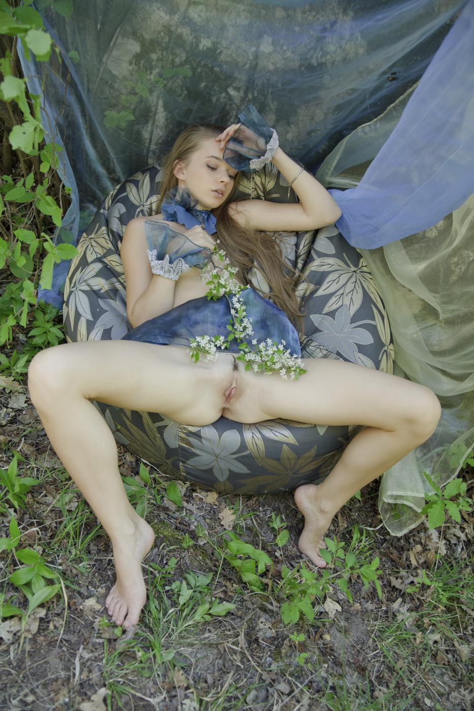Элегантная блондинка Milena D позирует обнаженной, такая хрупкая и изящная