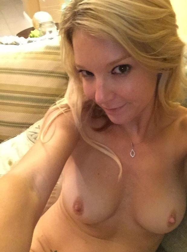Сексуальные фото блондинки Лауры