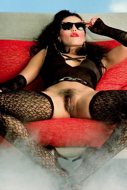 Хайпатия Ли в ретро-эротических снимках выглядит очень сексуально и знает себе цену