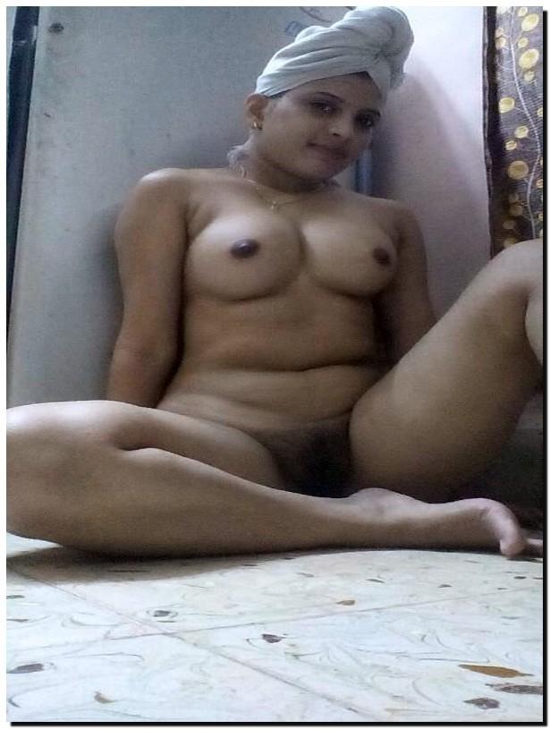Грудь и пизда пухлой индийской жены
