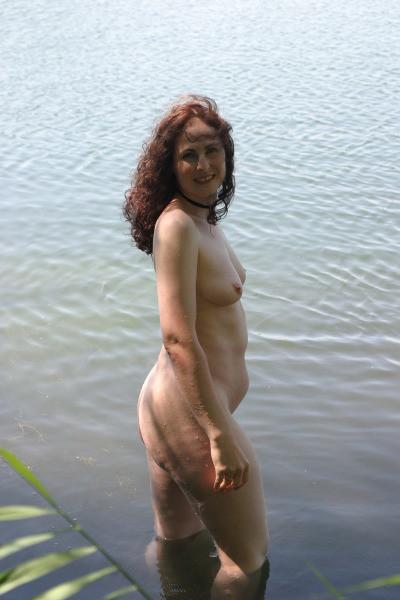 Пожилая голая немка