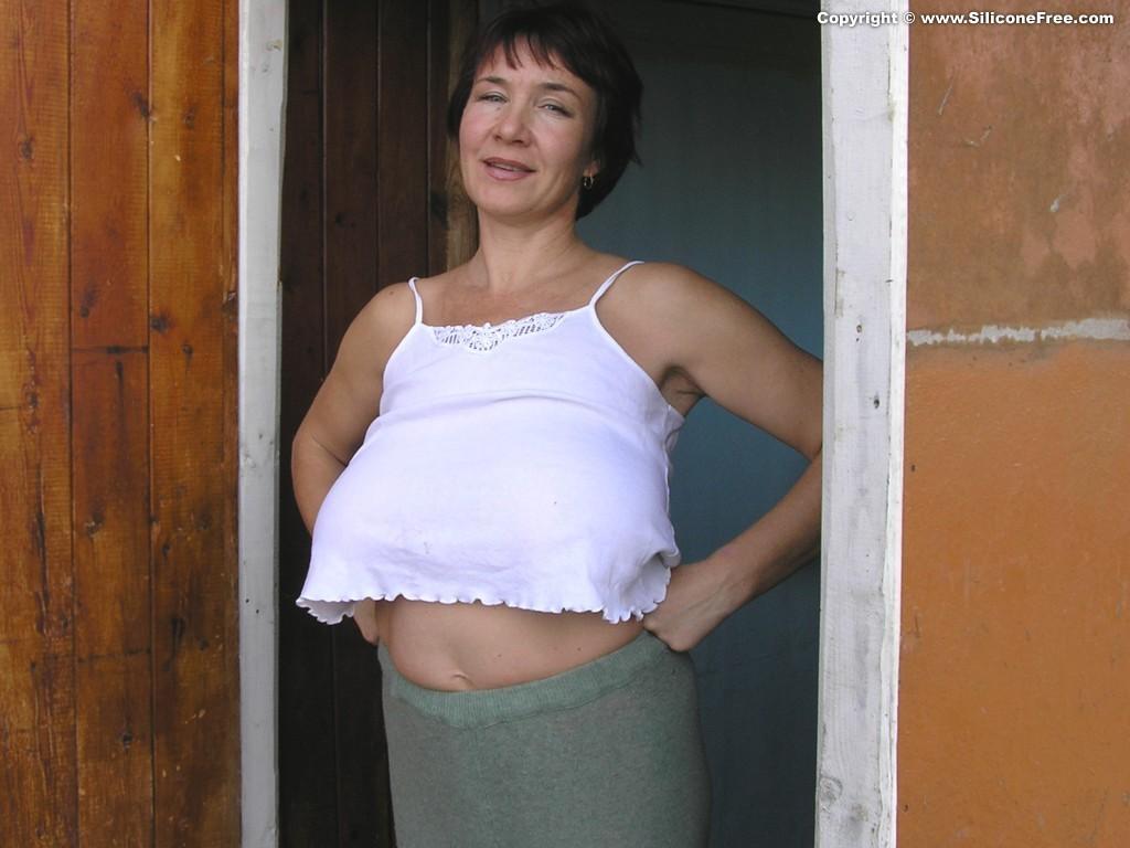 Пожилая русская баба с большими дойками