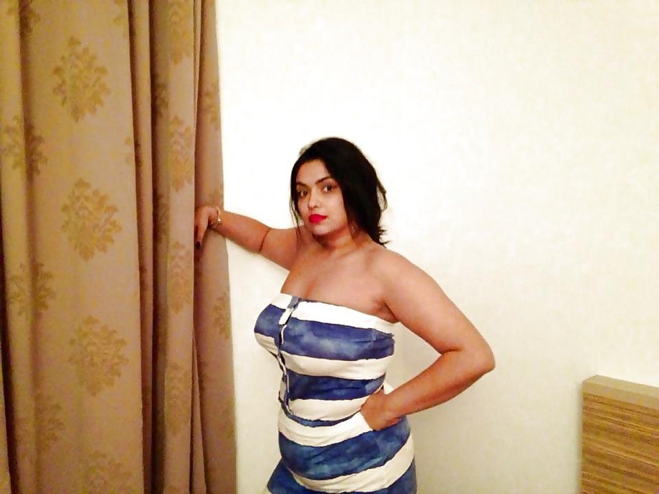 Смачная женщина из Туниса пососала хуй мужа