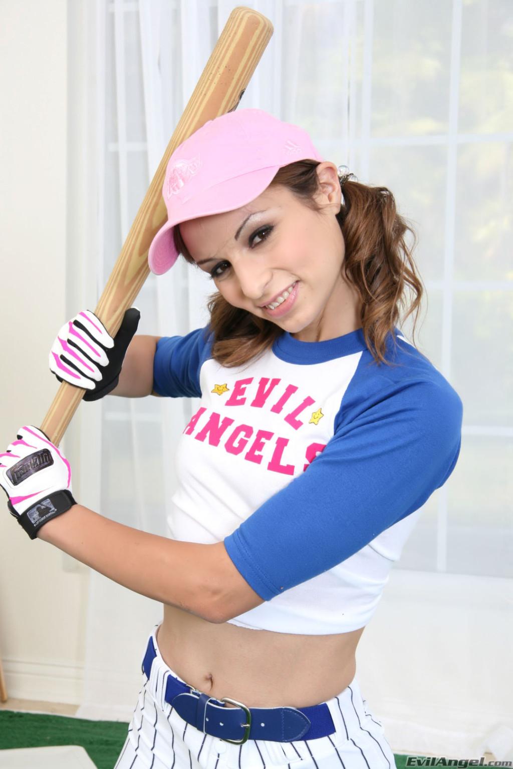 Спорт это всегда сексуально, особенно когда у девушек спортсменок большие биты в руках и подтянутые животики