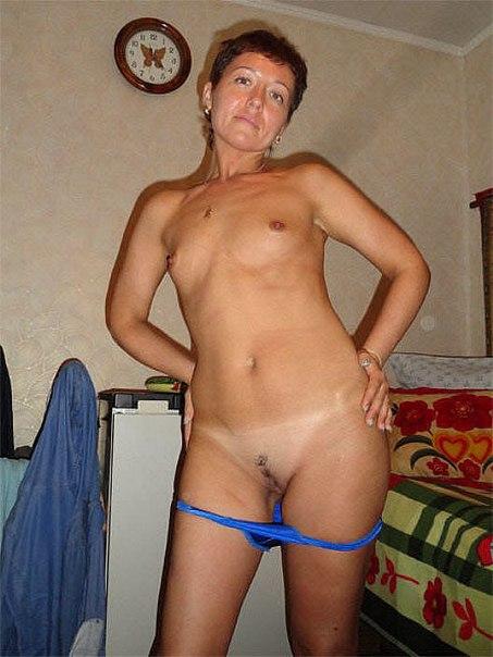 Возбужденные дамы стянули нижнее белье и приготовились к сексу