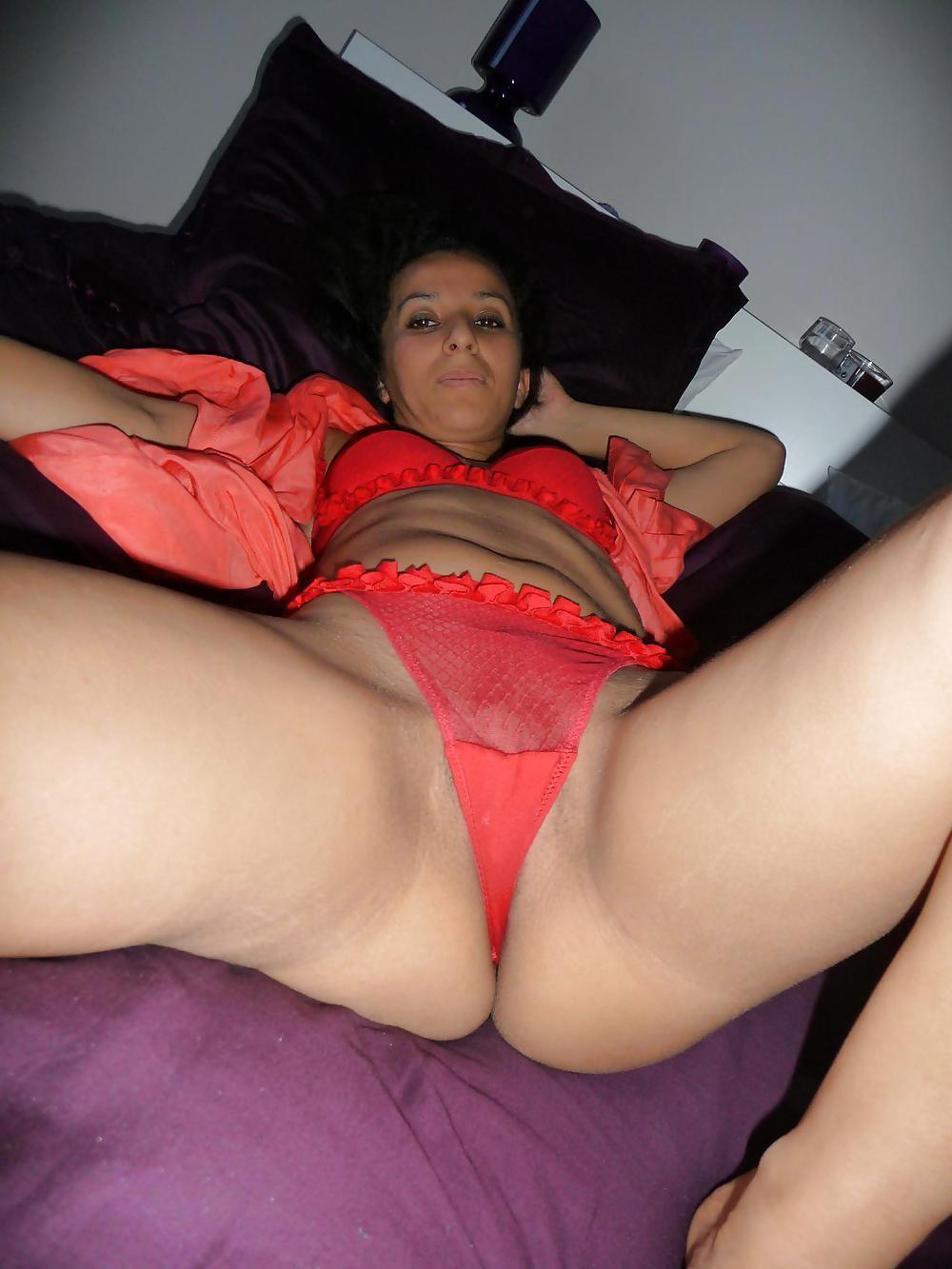 Жена из Марокко в нижнем белье