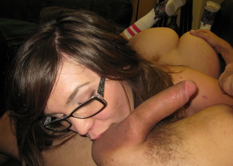 Жены нежно лижут и посасывают яйца