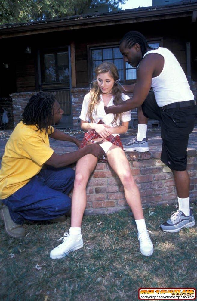 Два африканца выебали красивую студентку