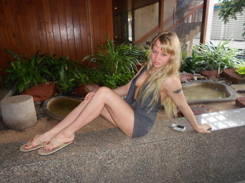 Сексуальная блондинка взорвала интернет своими откровенными кадрами