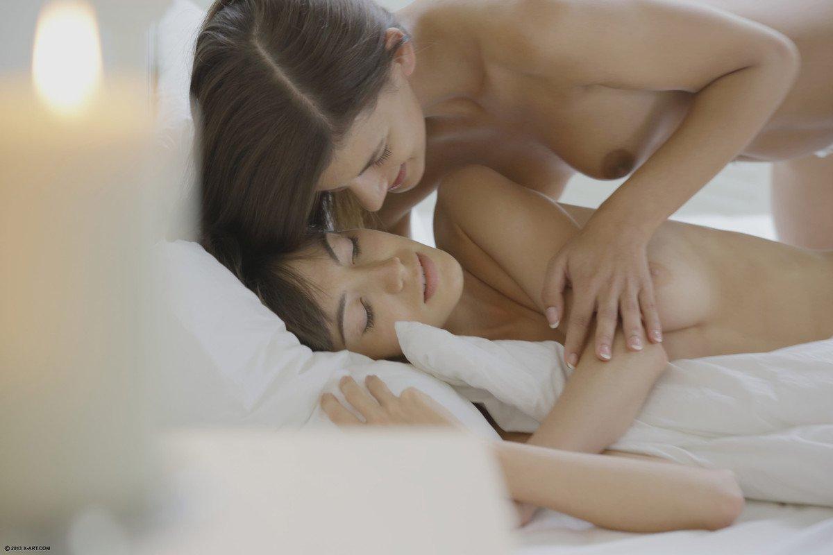 Candice Luca целует киску Kiki X Art и получает трах собственной вагины игрушкой