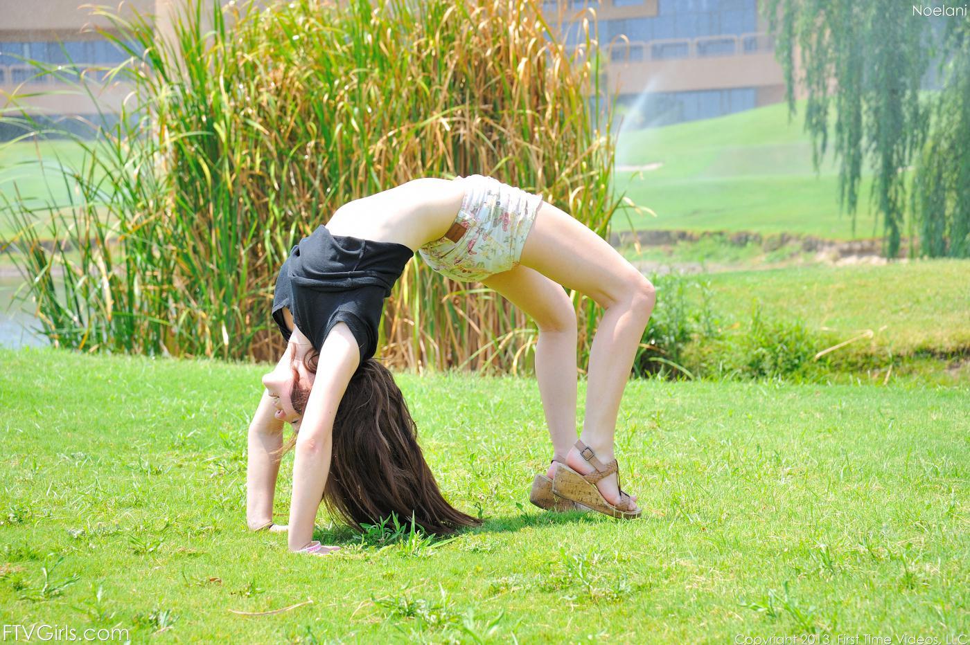 Trinity Rae проводит похотливый день в парке, возвращается домой, чтобы потрахать себя игрушками