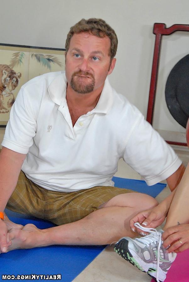 Трахнул зрелую тренершу по йоге