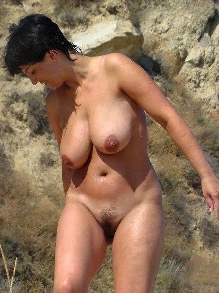 Обалденные особи прекрасного пола красиво позируют
