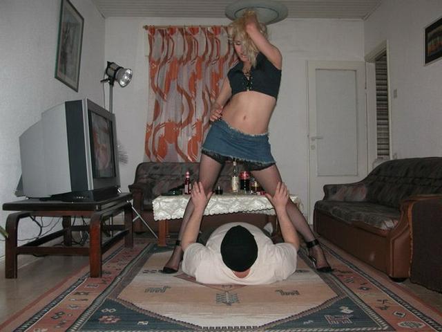 Русские жены позируют голые дома и наслаждаются кунилингусом от партнёров