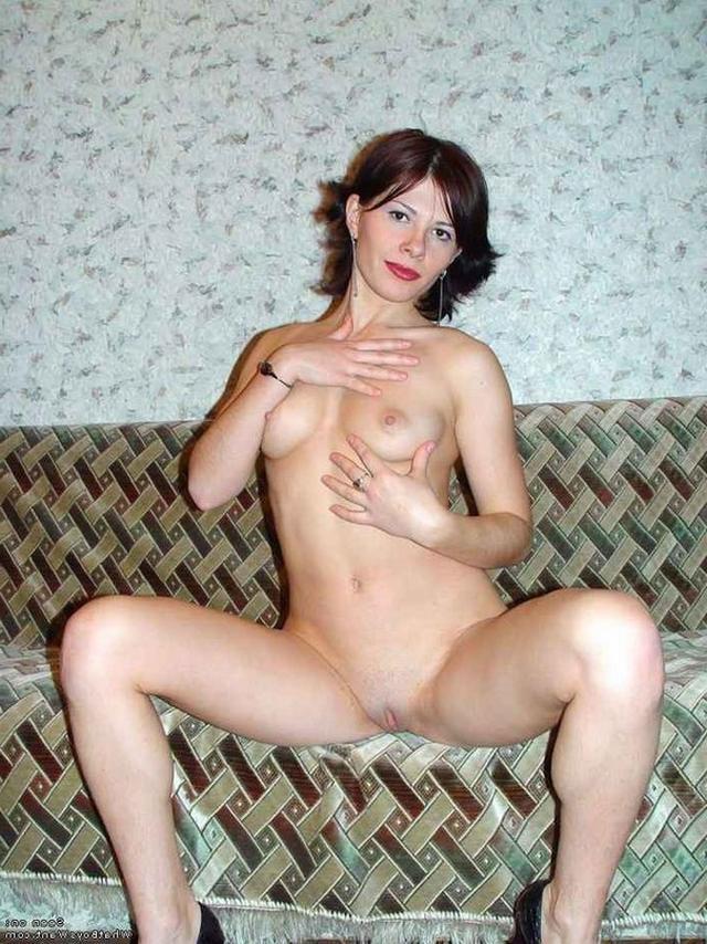 Сексуальные девушки в чулках да трусиках показывают прелести