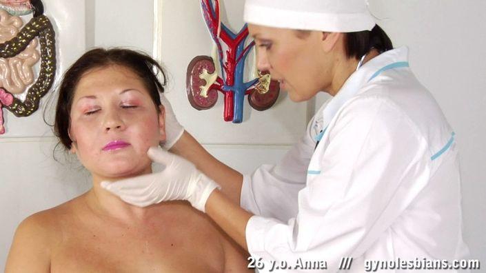 Медсестра с лесбийскими наклонностями обожает лизать сиськи и гладкую вагину